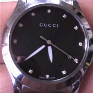 Guccy watch small and cute